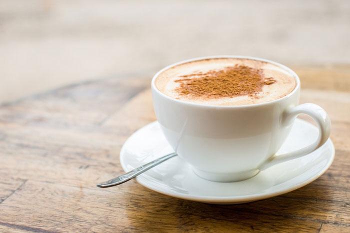 кофе латте с использованием френч-пресса